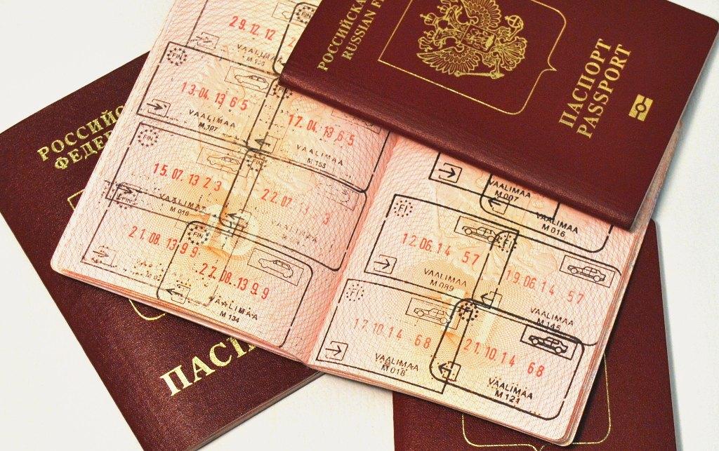 Могут ли не дать загранпаспорт: из-за чего, кому?